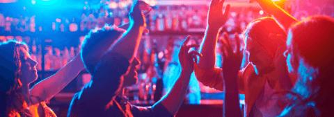Fiesta de cumpleaños privada en bar musical